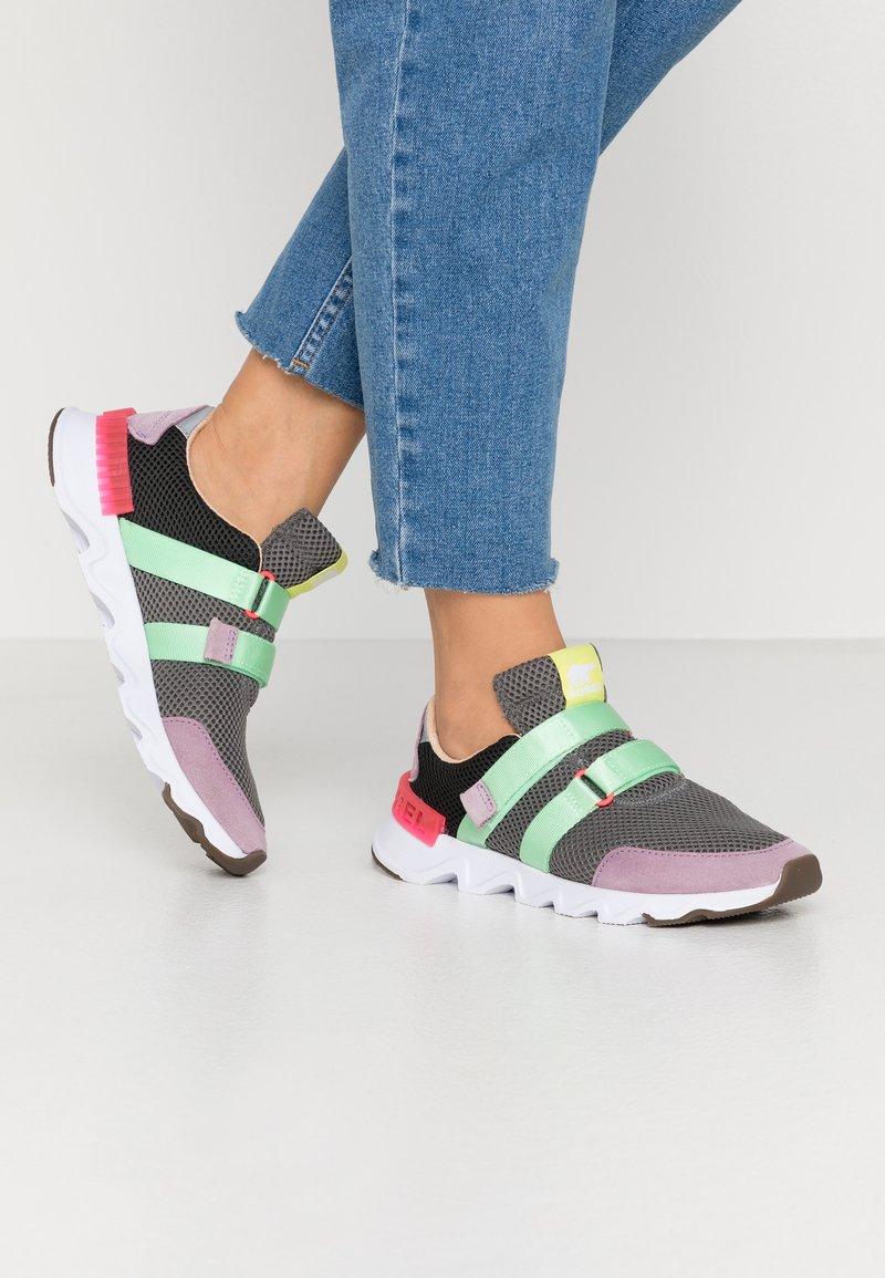 Sorel - KINETIC LITE STRAP - Sneakers laag - coal