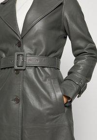 2nd Day - RAZKIELLE - Trenchcoat - understated black - 5