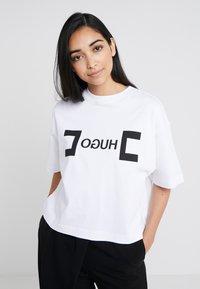 HUGO - DUFIA - T-shirts print - white - 0
