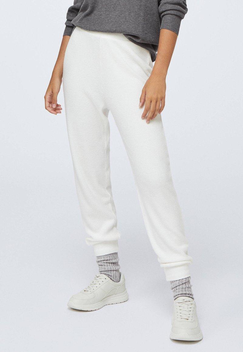 OYSHO - Tracksuit bottoms - white