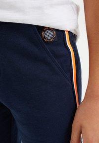 WE Fashion - MET TAPEDETAIL - Shorts - dark blue - 2