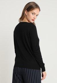 Vero Moda Petite - VMMILDA O-NECK PETITE - Pullover - black - 2