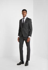 HUGO - HESTEN - Oblekové kalhoty - charcoal - 1