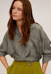 Mango - GRETITA - Button-down blouse - khaki - 4