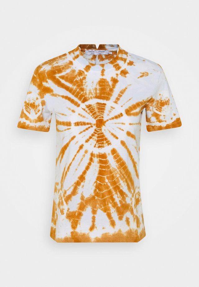 CLASSIC SHORT SLEEVE SHIRT - Camiseta estampada - tobacco