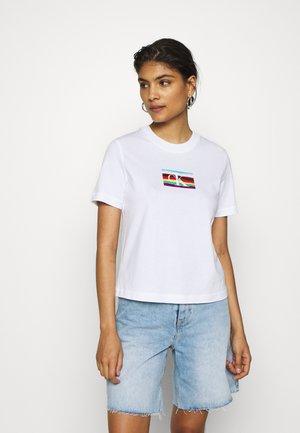 LOGO MODERN STRAIGHT TEE - T-Shirt print - bright white