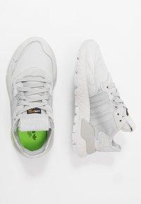 adidas Originals - NITE JOGGER - Matalavartiset tennarit - grey one/grey two/signal green - 1