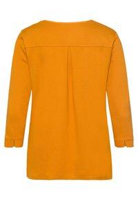 BRAX - STYLE CLARISSA - Long sleeved top - butternut - 6