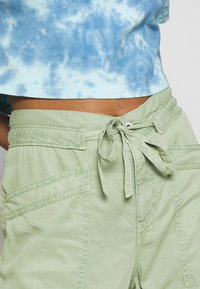 Pepe Jeans - DASH - Trousers - palm green - 4