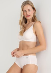 Sloggi - FEEL BRALETTE - Bustier - off-white - 1