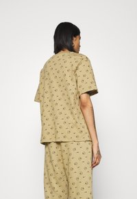 Nike Sportswear - TEE - Print T-shirt - parachute beige - 2