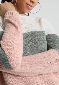 ONLY - ONLGEENA - Strickpullover - cloud dancer/chinois green/rose - 4