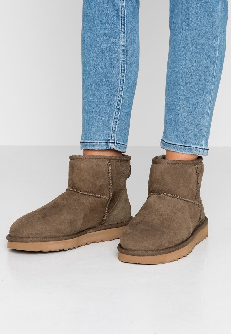 UGG - CLASSIC MINI II - Ankle boots - eucalytpus spray