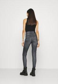 Tommy Jeans - SYLVIA - Jeans Skinny Fit - grey - 2