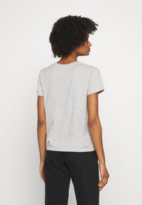 CLOSED - CREW NECK WITH LOGO ON CHEST - Print T-shirt - taupe - 2