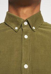 Samsøe Samsøe - LIAM SHIRT - Camisa - capulet olive - 7