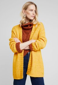 MAERZ Muenchen - LANG ARM - Gilet - spicy yellow - 0