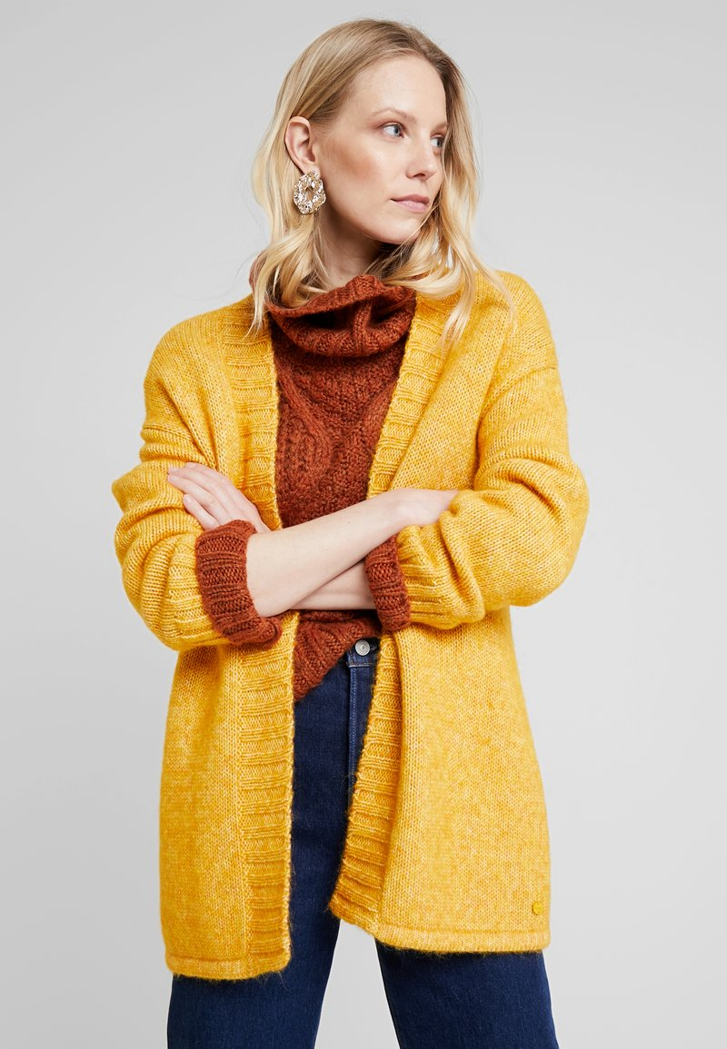 MAERZ Muenchen - LANG ARM - Gilet - spicy yellow