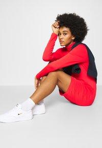 Nike Sportswear - DRESS MOCK - Sukienka z dżerseju - crimson - 3