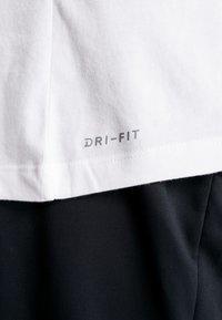 Jordan - JUMPMAN CREW - T-shirt con stampa - white/infrared - 5