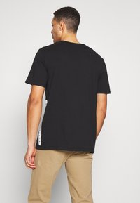 Timberland - ESTABLISHED BLOCK LOGO TEE - T-Shirt print - black/wheat boot - 2