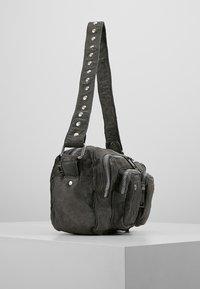 Núnoo - ELLIE WASHED - Across body bag - rock - 3