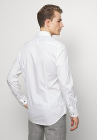 Tommy Hilfiger Tailored - PIPING CLASSIC SLIM  - Formal shirt - white - 2