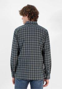 Scalpers - TARTAN POCKET - Shirt - light khaki - 1