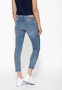 Amor, Trust & Truth - MIT SEITLICHE - Slim fit jeans - blau - 2