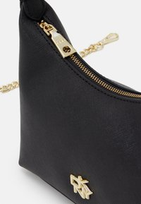DKNY - CAROL MINI POUCHETTE - Kabelka - black/gold-coloured - 3
