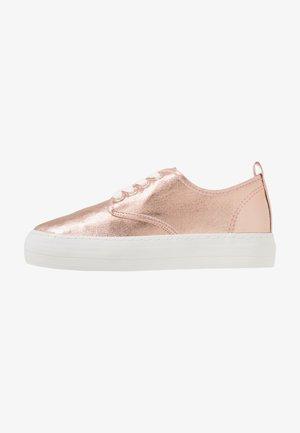 Sneakersy niskie - rose gold