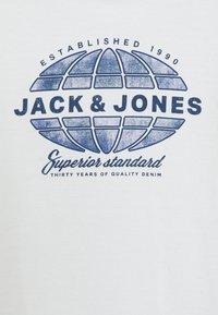 Jack & Jones Junior - JJGRAPHICMELANGE TEE CREW NECK - Print T-shirt - cloud dancer - 2