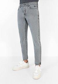 Scalpers - FIVE POCKETS PANTS - Trousers - grey - 0