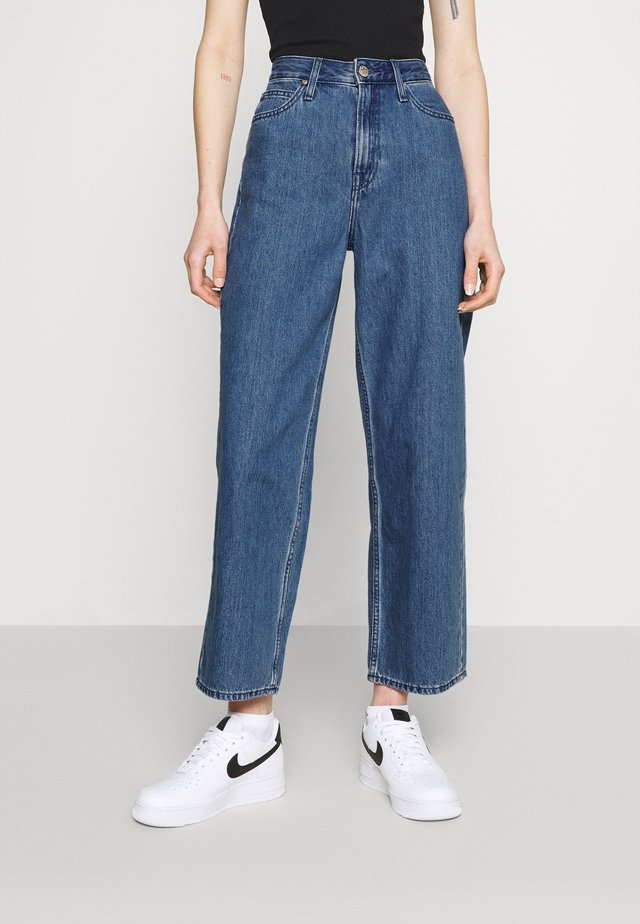 WIDE LEG - Relaxed fit jeans - mid stone