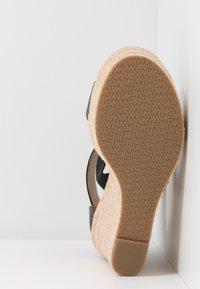 MICHAEL Michael Kors - PRUE WEDGE - Sandalen met hoge hak - brown - 6