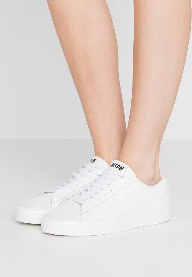 SCARPA DONNA SHOES - Baskets basses - white