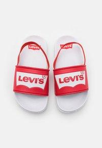 Levi's® - POOL MINI UNISEX - Sandály - white/red - 3