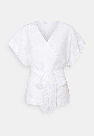 DORA - T-shirt z nadrukiem - white chal