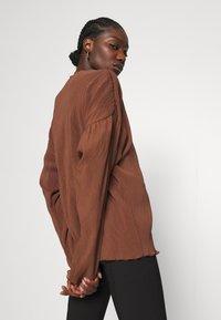 ARKET - Camiseta de manga larga - choclate brown - 3