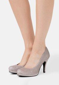 Tamaris - COURT SHOE - Zapatos altos - space glam - 0