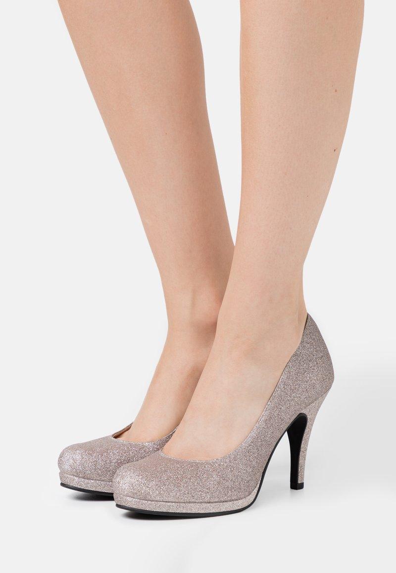 Tamaris - COURT SHOE - Zapatos altos - space glam