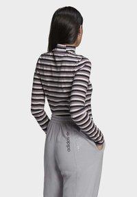 adidas Originals - SPORTS INSPIRED LONG SLEEVE - Camiseta de manga larga - black/owhite - 1