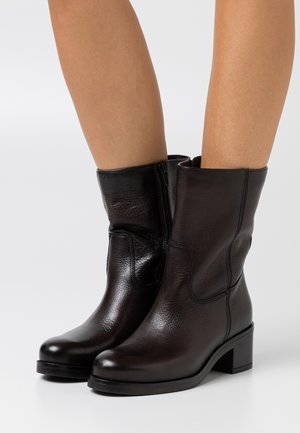 BOOTS - Classic ankle boots - mocca