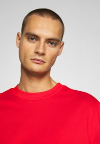Weekday - GREAT - T-shirt - bas - red - 3