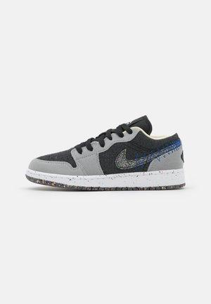 AIR JORDAN 1 LOW SE REC - Scarpe da basket - light smoke grey/multicolor/black/racer blue