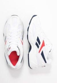 Reebok Classic - AZTREK 96  - Sneakersy niskie - white/collegiate navy/radiant red - 3