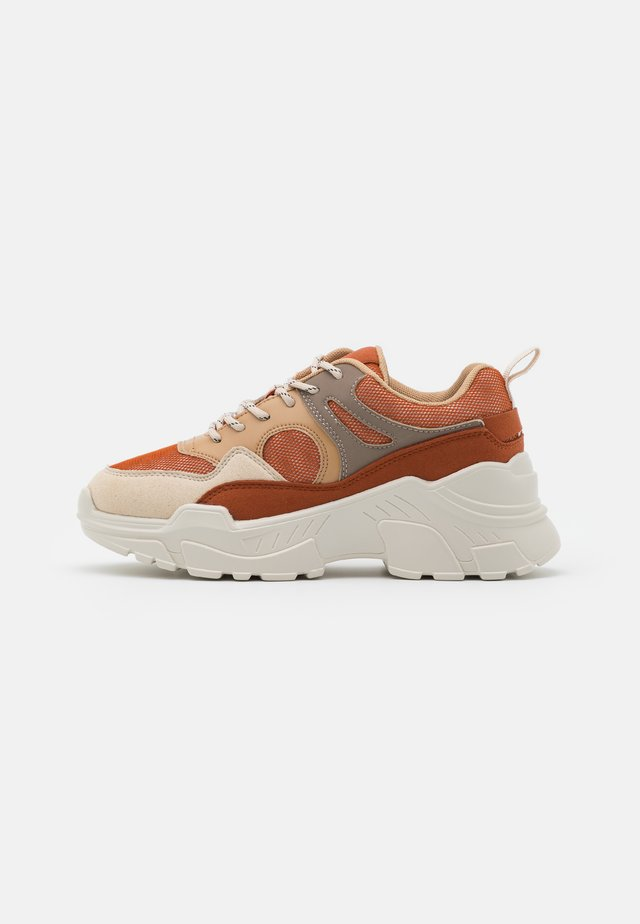 VMMATHILDE  - Sneakers laag - auburn