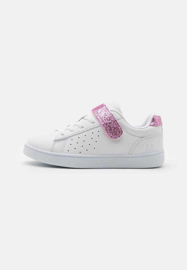 LOW CUT SHOE ALEXIA UNISEX - Chaussures d'entraînement et de fitness - white/pink