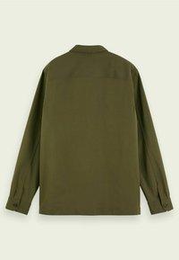 Scotch & Soda - SCOTCH & SODA ZIP-CLOSURE LOOSE-FIT SHIRT - Overhemd - army - 6