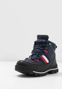 Tommy Hilfiger - Šněrovací kotníkové boty - blue - 2